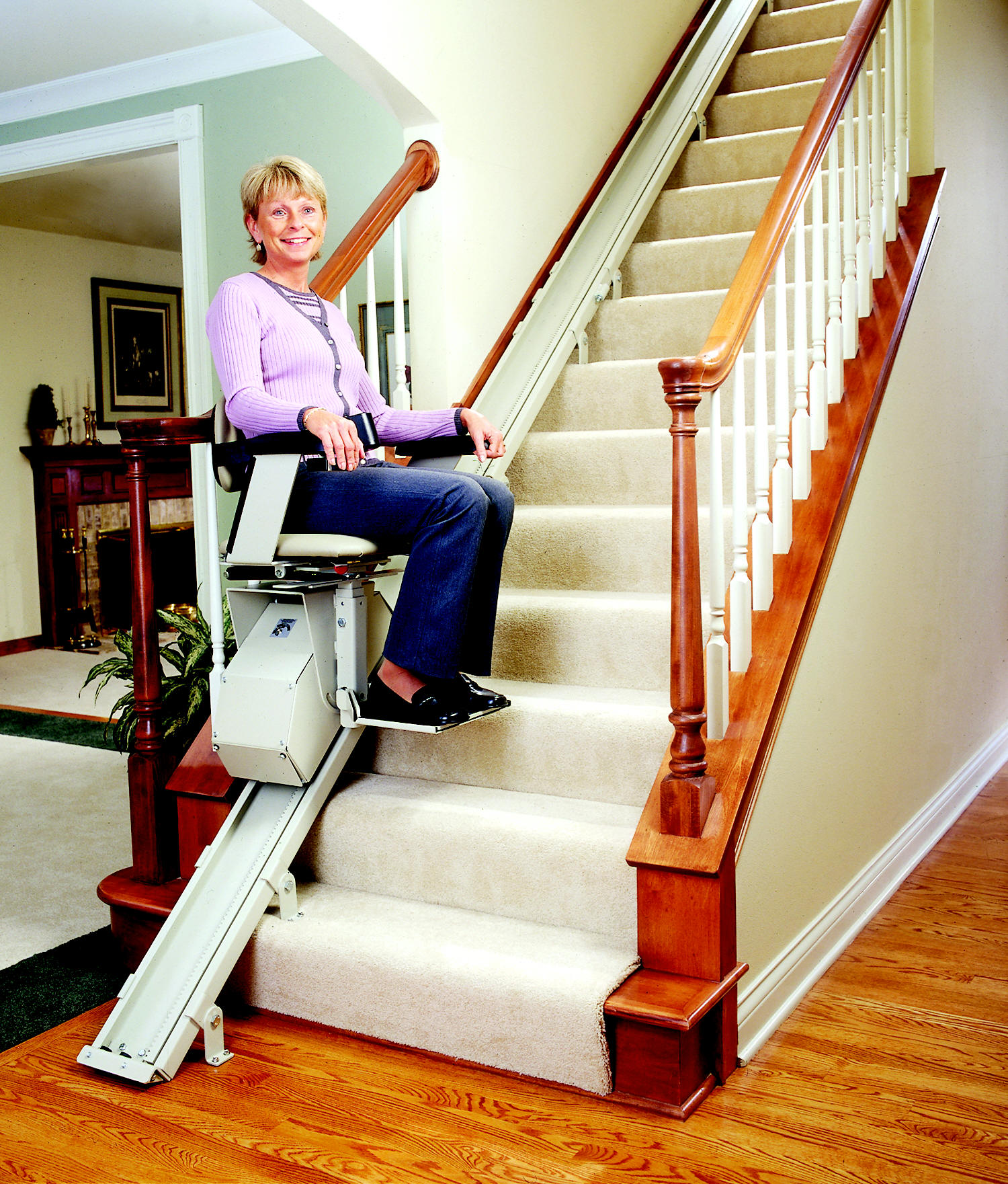 Review stair lift electric stairlift sre 1550 stair lift for Motorized stair chair lift