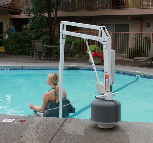 Hoyer poollifts handicap pool spa lift - Swimming pool wheelchair lift law ...
